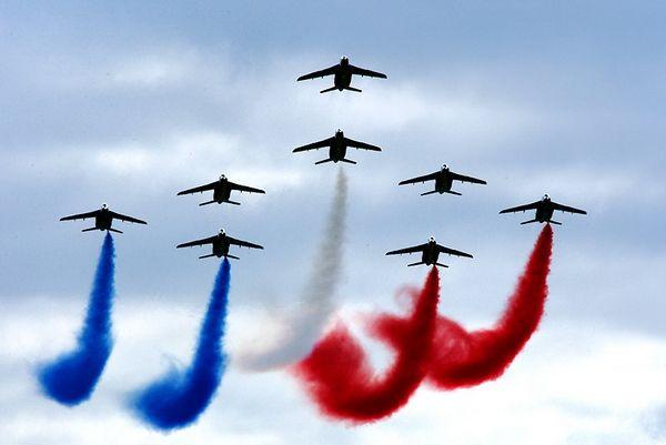 Открытка 12 августа — день военно-воздушных сил