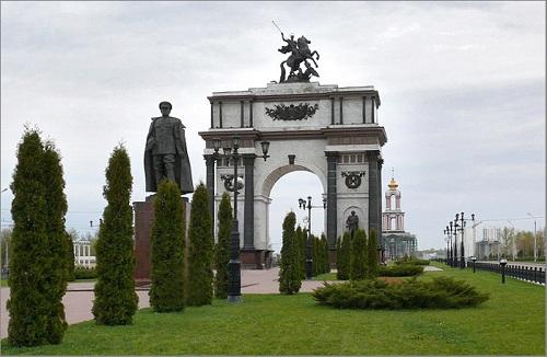Открытка Триумфальные ворота на въезде в г. Курск