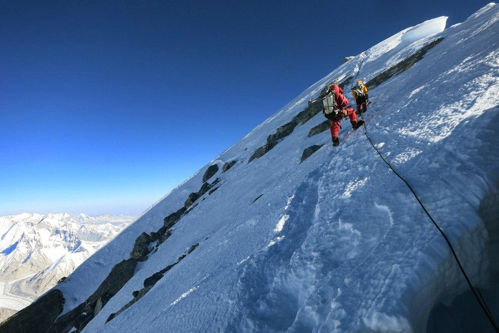 Открытка 8 августа — международный день альпиниста