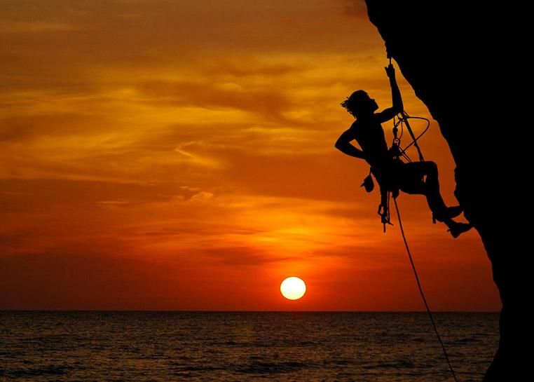 Открытка 8 августа — международный день альпинизма