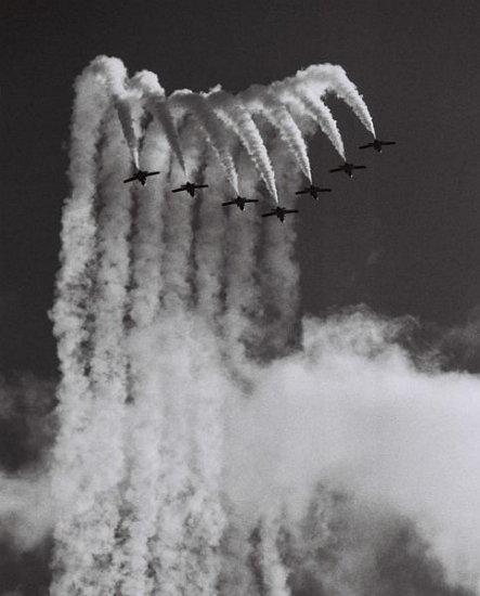 Открытка самолеты в небе
